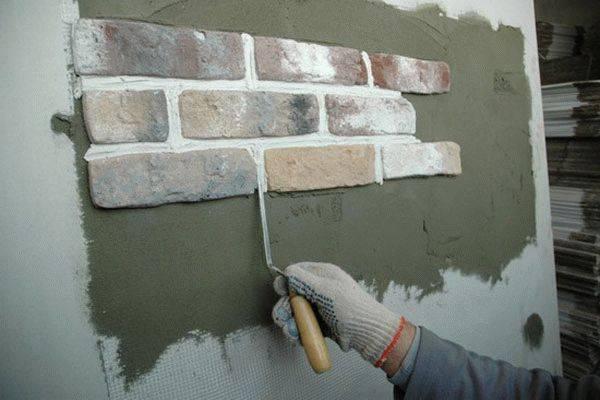 как выложить стену декоративными камнями