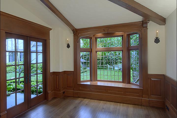 Из каких пород дерева производят деревянные окна