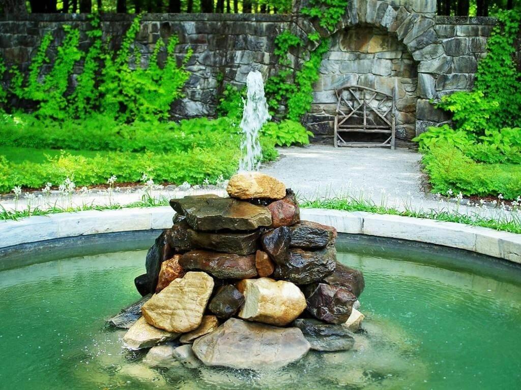 Красивые водопады в интерьере загородного дома